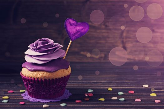 Cupcake with purple heart · free photo