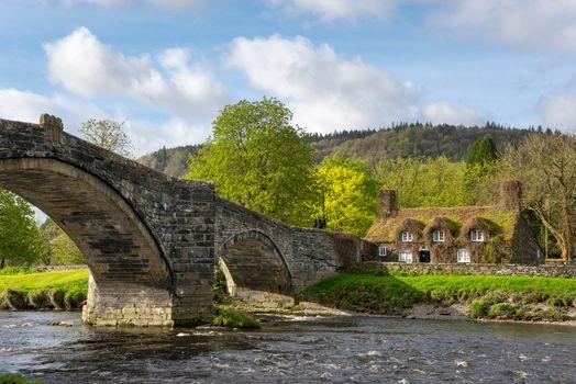 Бесплатные фото Лланрвст,Конви,Северный Уэльс,Llanrwst,Conwy,North Wales,Чайный дом,River Conwy,Snowdonia,река,мост,деревья