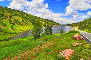Бесплатные фото озеро,дорога,горы,холмы,деревья,небо,облака