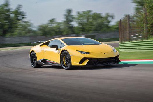 Фото бесплатно Lamborghini Уракан, желтый, вид сбоку, суперкар, автомобили