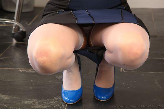 Фото бесплатно Адель Тейлор, чулки, высокие каблуки