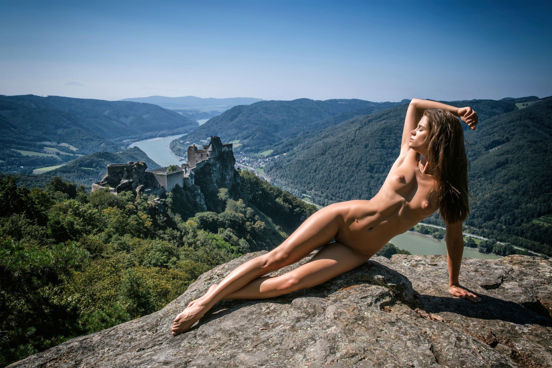 абсолютно голая в горах просто могу