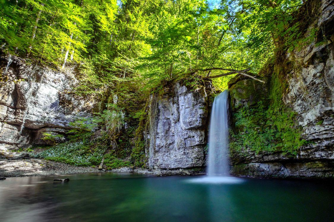 Фото бесплатно лес, деревья, скалы, водопад, природа, пейзаж, пейзажи