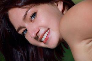 Фото бесплатно Ребекка, лицо, глаза, брюнетка, улыбка