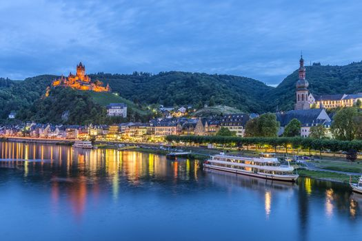 Фото бесплатно Кохем, река Мозель, Германия в сумерках, Cochem, Mosel Valley, Germany, Кохем-Мозельская Долина, Замки Мозеля, река, мост, город, пейзаж