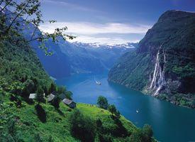 Бесплатные фото Гейрангер фьорд,Норвегия,горы,река,водопад,домики,деревья