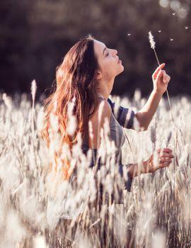 Бесплатные фото эмоция,женщина,поле,звезды,дикие,сверх-жестокости,невеста,цветок,молодой,свободный,страна,свобода