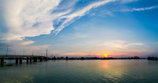 Заставки река,небо,горизонт,воды,размышления,водный путь,облако,послесвечение,закат солнца,спокойствие,море,рассвет