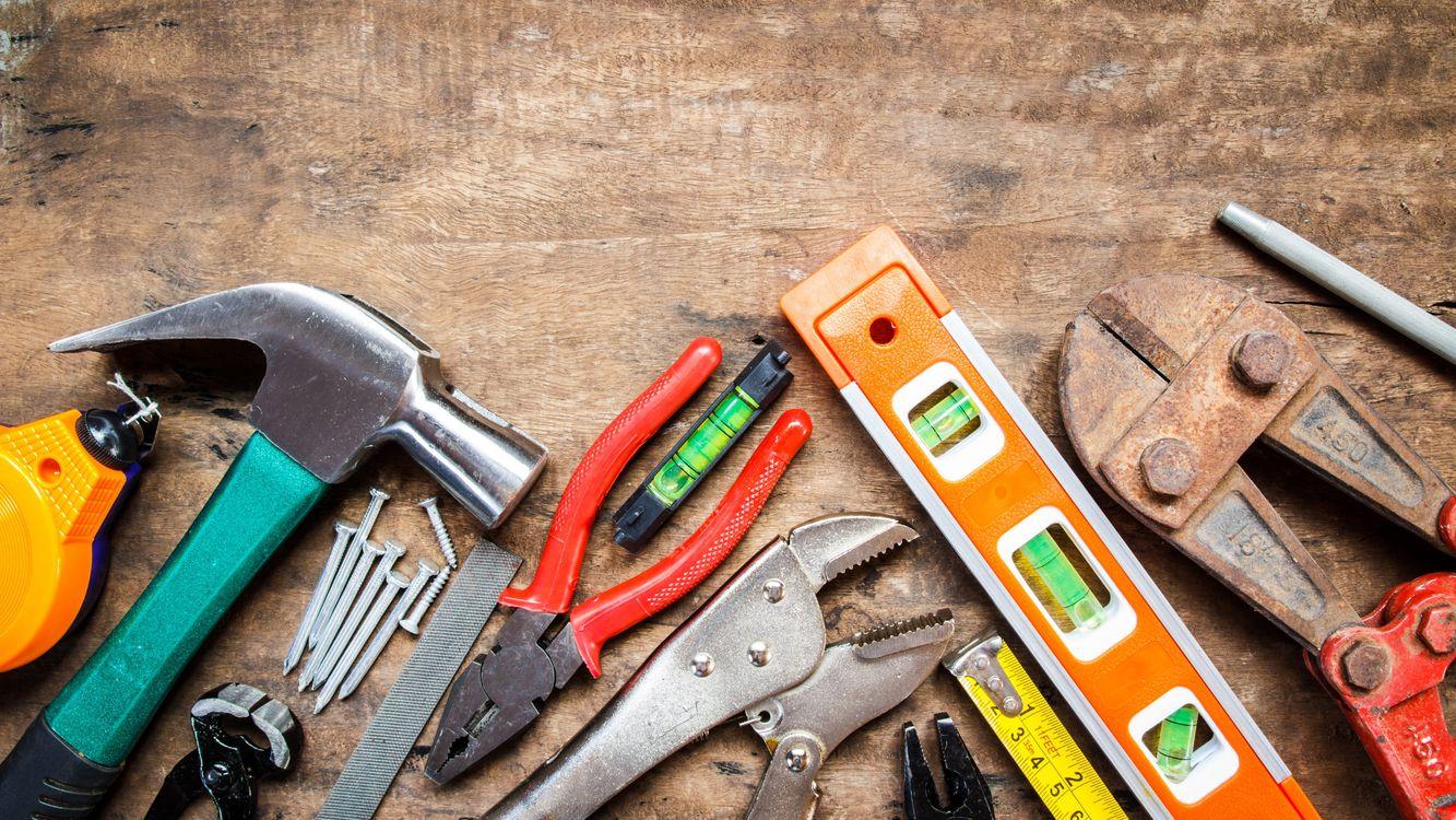 Фото бесплатно верстак, инструменты, техники - на рабочий стол