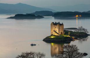 Огни старинного замка в Шотландии