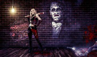 Бесплатные фото девушка с битой,улыбка,помещение,мёртвое тело,лампочка,отмщение,фонарь