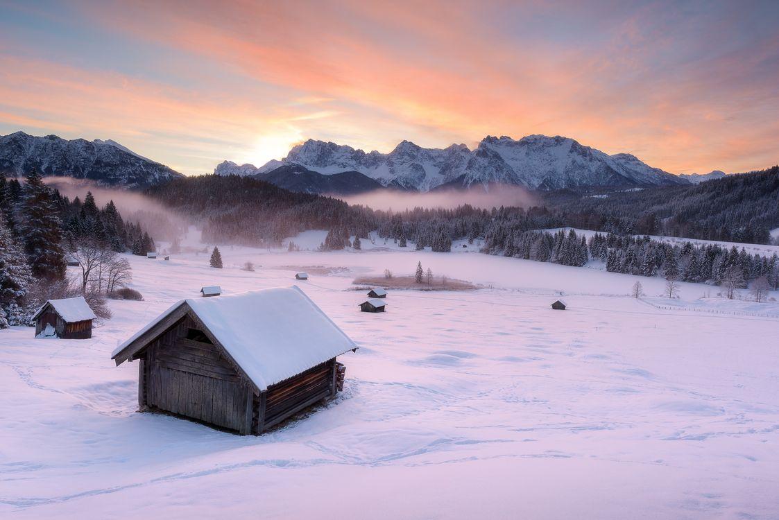 Фото бесплатно Озеро Герольдзее, Германия, Geroldsee, Южный Тироль, Альпы, Гармиш, Партенкирхен, сельская местность, Bavaria, Бавария, горы, озеро, домики, пейзаж, зима, пейзажи