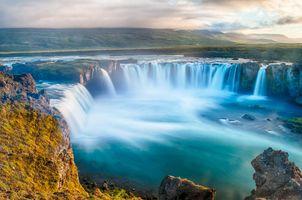 Фото бесплатно скалы, облака, туман, холмы, река, долина, водопад