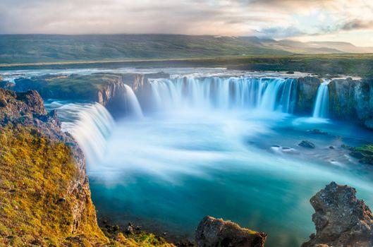 Фото бесплатно холмы, облака, водопад