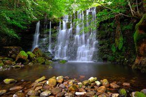 Фото бесплатно водопад, скалы, камни, деревья, природа, пейзаж