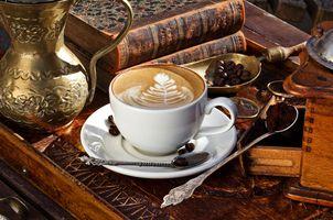 Капучино и книги · бесплатное фото