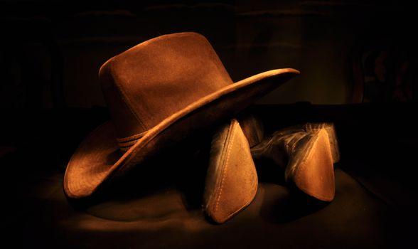 Бесплатные фото ковбойская шляпа,ковбойские сапоги,легкий,ночь,фотография,шапка,темнота,одежда,черный,светопись,крупным планом,макросъемка