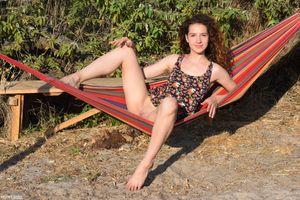 Фото бесплатно Мелисса, брюнетка, юбка