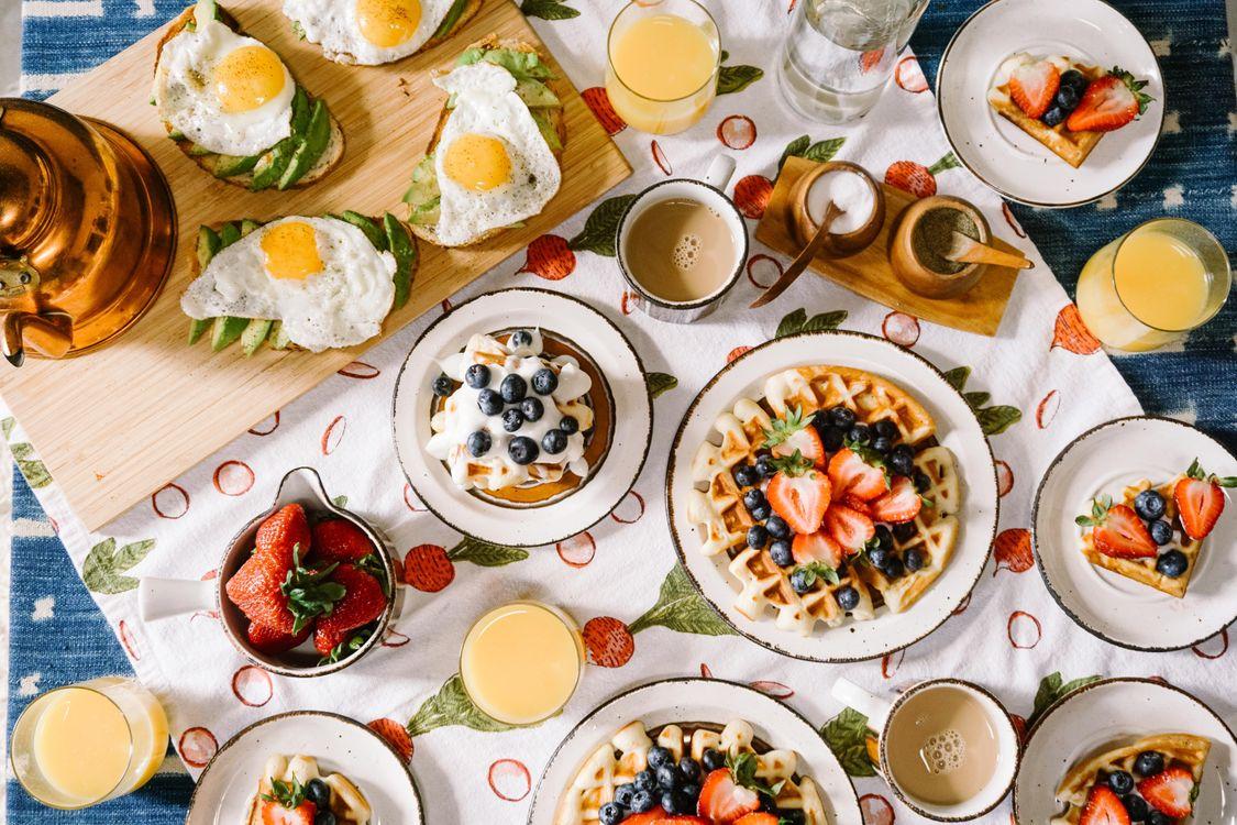 Фото бесплатно завтрак, фрукты, ягоды, кофе, еда - скачать на рабочий стол
