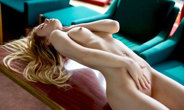 Бесплатные фото Александра Смелова,модель,блондинка,длинные волосы,сиськи,киска,бритая киска,мягкий фокус,ню