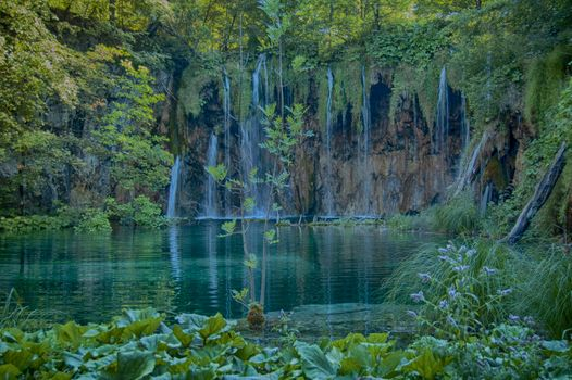 Download screensaver plitvice lakes national park croatia to your phone for free