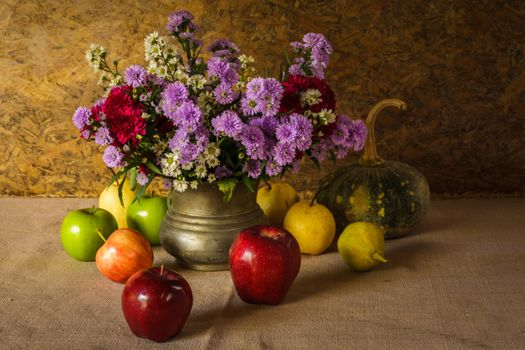 Bouquet and red apples · free photo