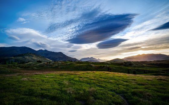 Куинстаун в Новой Зеландии на закате дня · бесплатное фото