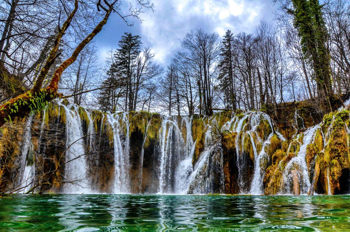 Плитвицкие озера в национальном парке Хорватии · бесплатное фото