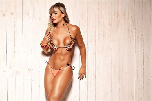 Бесплатные фото Juliana Salimeni,Бразилия,Бразильский,сиськи,декольте,бикини,дубленый,сексуальный