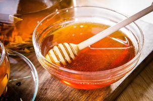 Мёд в стеклянной миске · бесплатное фото