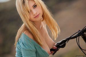 Бесплатные фото Molly Bennett,Mia,эротика,голая девушка,обнаженная девушка,позы,поза