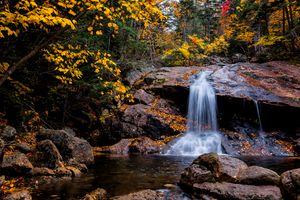 Бесплатные фото осень,водопад,лес,деревья,камни,скалы,природа
