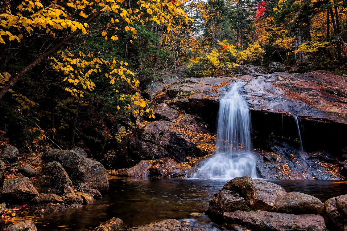 Фото бесплатно осень, водопад, лес, деревья, камни, скалы, природа, пейзаж, пейзажи