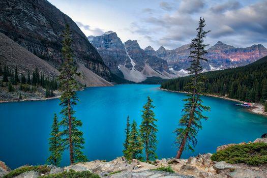 Фото бесплатно горы, озеро морена, деревья
