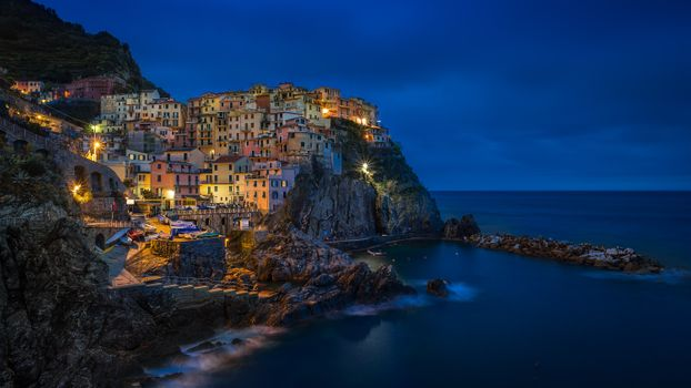 Бесплатные фото Манарола,Чинкве-Терре,Италия,ночь,огни,иллюминация