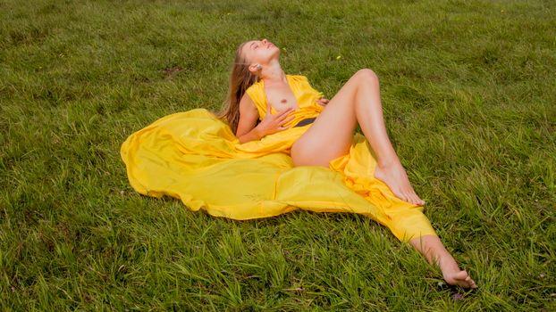 Заставки милена, желтое платье, платье