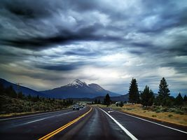 Заставки горизонт,гора,облако,небо,дорога,утро,шоссе
