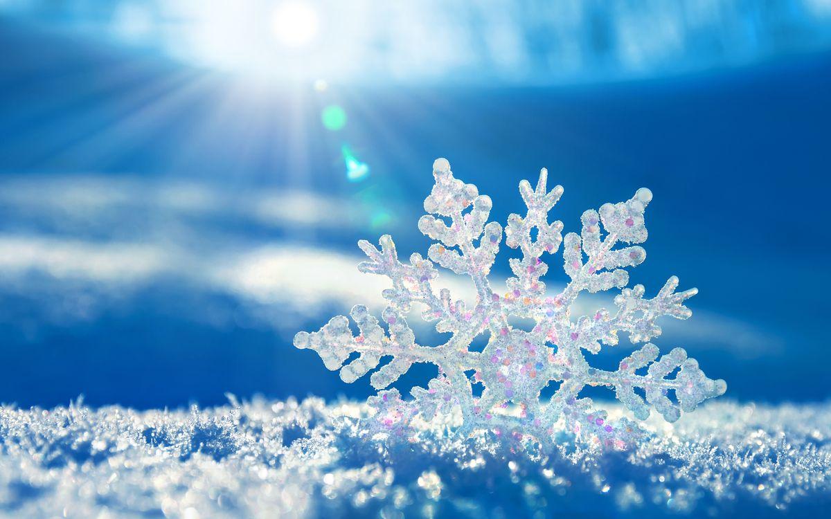 Обои снежинка, лучи солнца, Рождество картинки на телефон