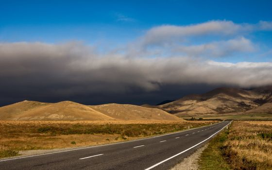 Фото бесплатно дорога, темные облака, холмы