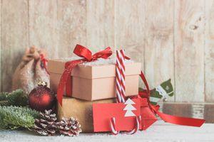 Бесплатные фото новый год,рождество,декор,праздник,подарки,новогодние подарки,сюрпризы