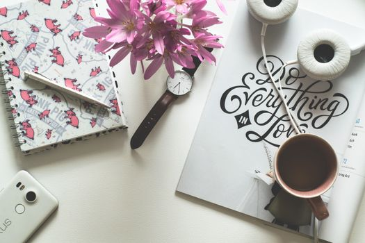 Photo free coffee, notebook, clock