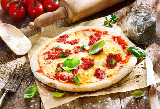 Pizza with tomatoes · free photo