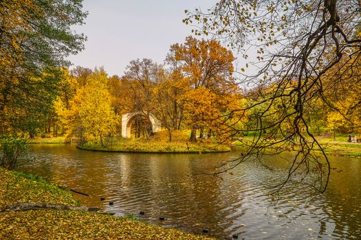 Photo free October in summer, Top Tsaritsynsky pond, autumn