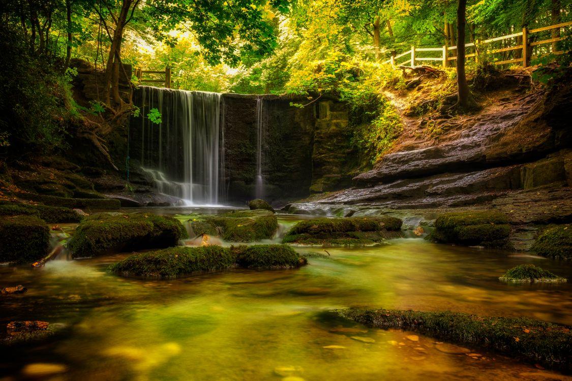Фото бесплатно осень, водопад, лес, скалы, деревья, водоём, природа, поток, вода, камни, пейзаж, пейзажи
