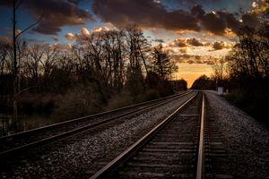 Бесплатные фото железнодорожные пути,закат солнца,трек,небо,облако,горизонт,атмосфера