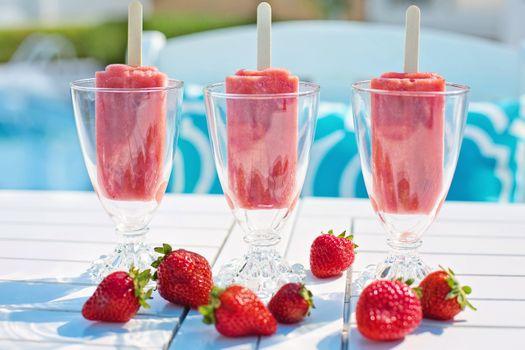 Strawberry ice cream · free photo