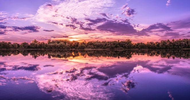 Фото бесплатно озеро, летний день, простор, лес, берег, вода, отражение, небо, облака, прекрасный пейзаж