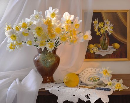 Фото бесплатно нарциссы, натюрморт, ваза