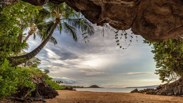 Photo free sea, rocks, Tropical Cave on the beach