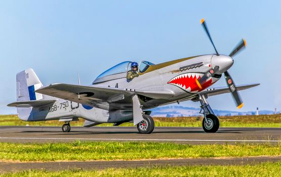 Photo free the Mustang P51, the fighter, runway